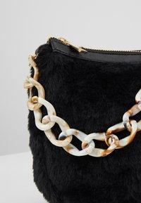 Missguided - CHAIN DETAIL HANDBAG - Handbag - black - 6