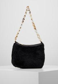 Missguided - CHAIN DETAIL HANDBAG - Handbag - black - 0