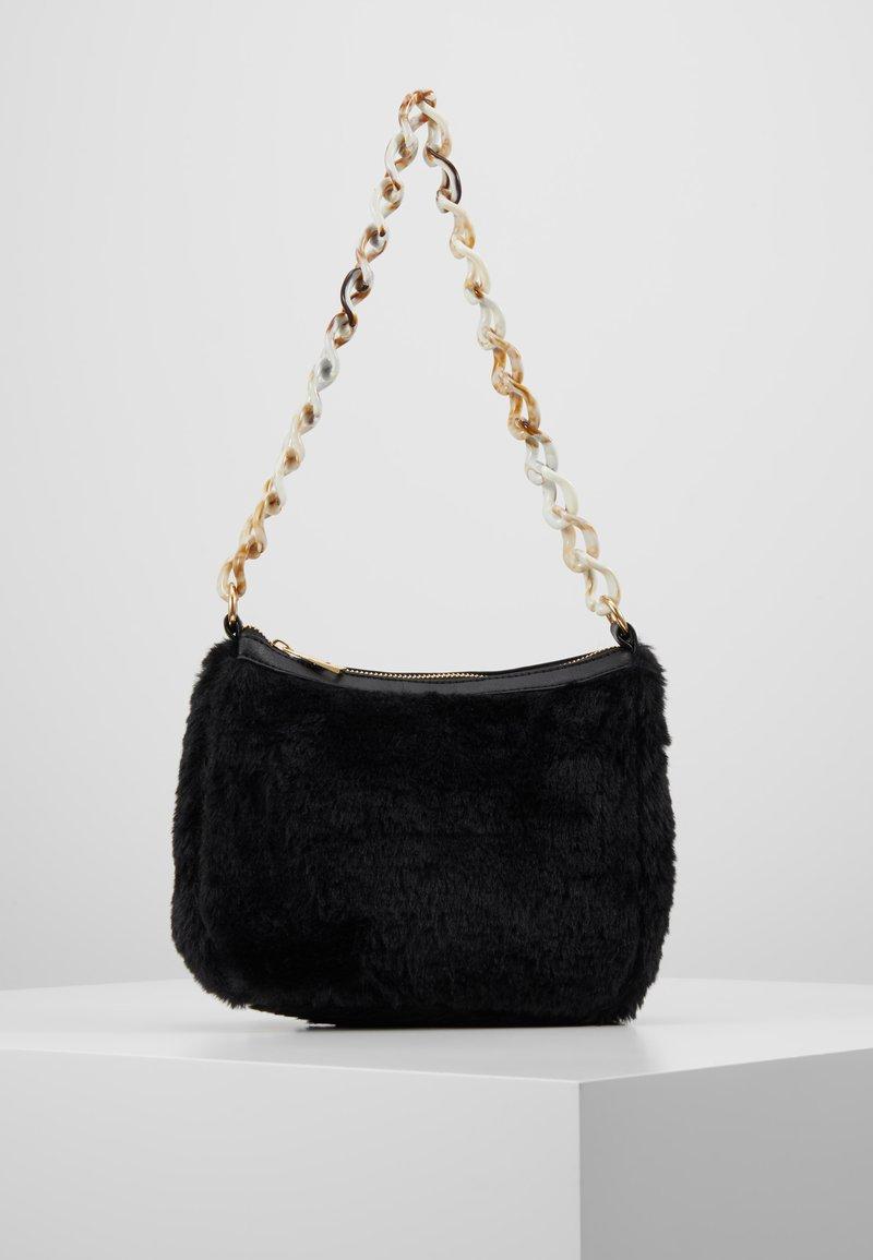 Missguided - CHAIN DETAIL HANDBAG - Handbag - black