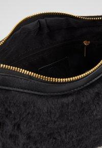 Missguided - CHAIN DETAIL HANDBAG - Handbag - black - 4