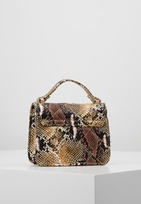 Missguided - MINI QUILTED SNAKE HANDBAG - Handtas - brown - 2