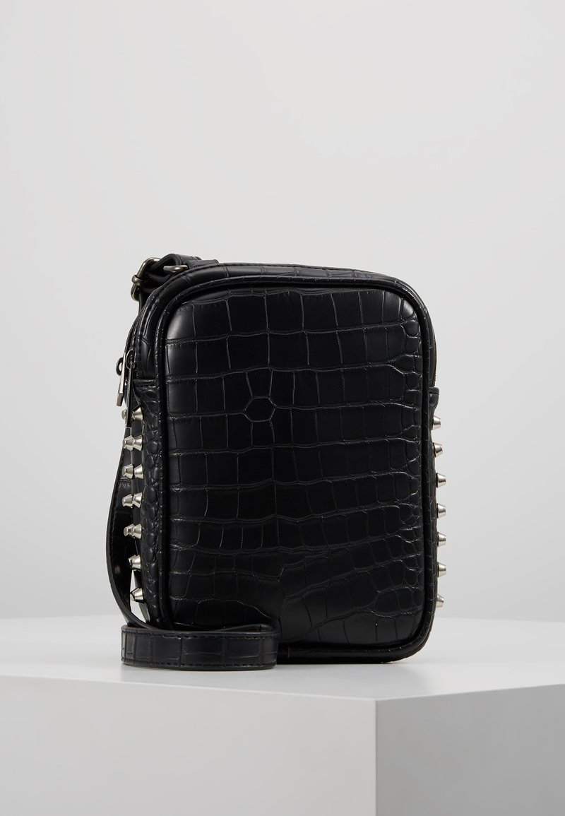 Missguided - STUDDED CAMERA BAG - Camera bag - black