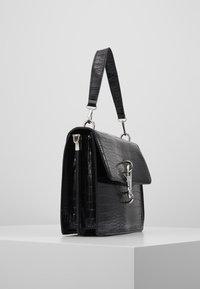 Missguided - KARABINER DETAIL SHOULDER BAG - Handtas - black - 3