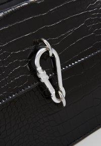 Missguided - KARABINER DETAIL SHOULDER BAG - Handtas - black - 6