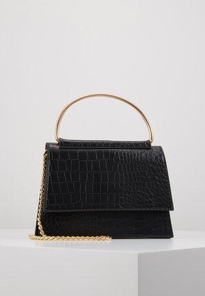 BAR DETAIL SNAKE CHAIN BOXY HANDBAG - Handbag - black