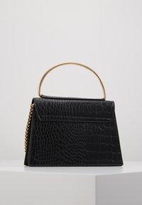 Missguided - BAR DETAIL SNAKE CHAIN BOXY HANDBAG - Handtasche - black - 2