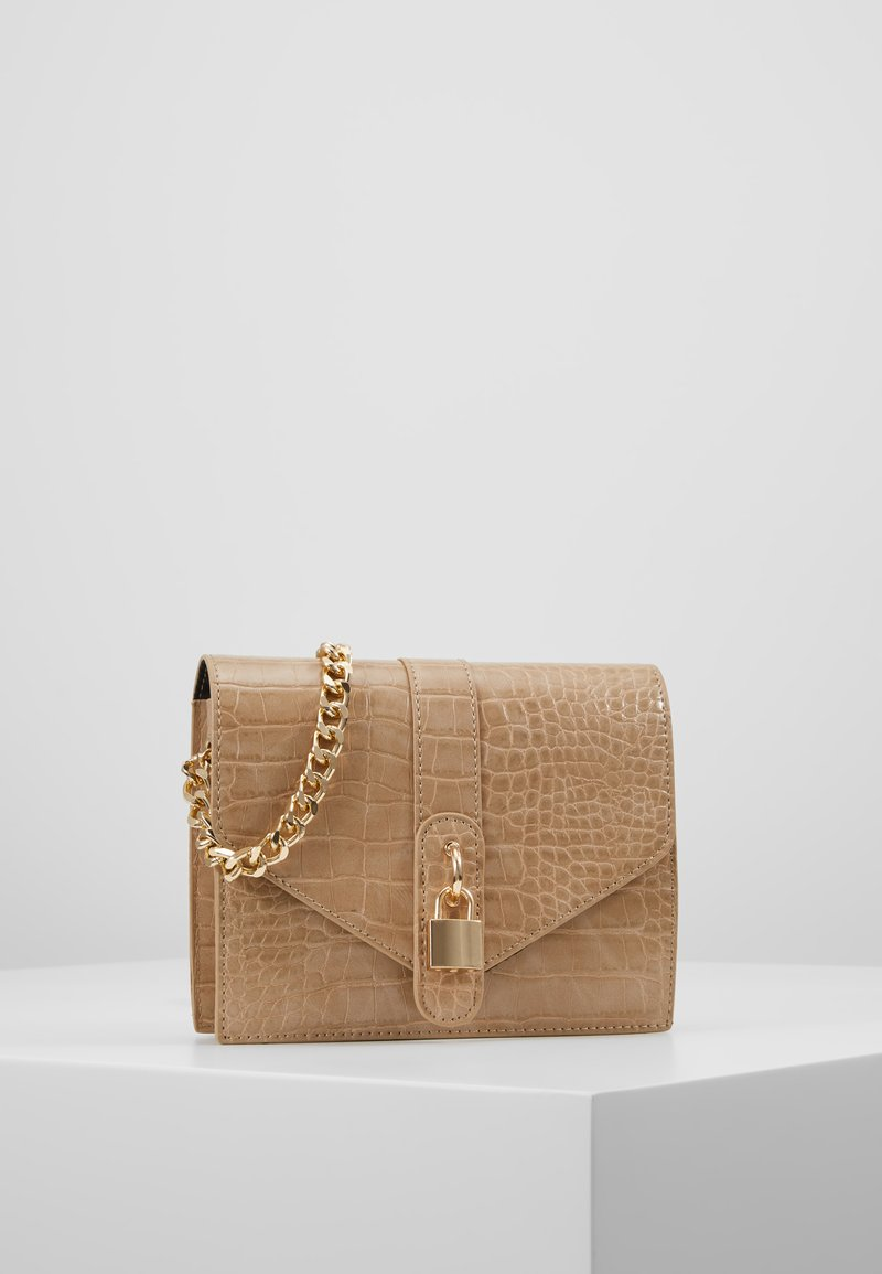 Missguided - PADLOCK DETAIL CROC CROSS BODY BAG - Schoudertas - nude