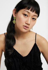Missguided - SNAKE INLAY DROP 2 PACK - Boucles d'oreilles - green/grey - 1