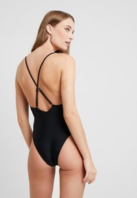 Missguided - PLUNGE CROSS BACK SWIMSUIT - Plavky - black - 2
