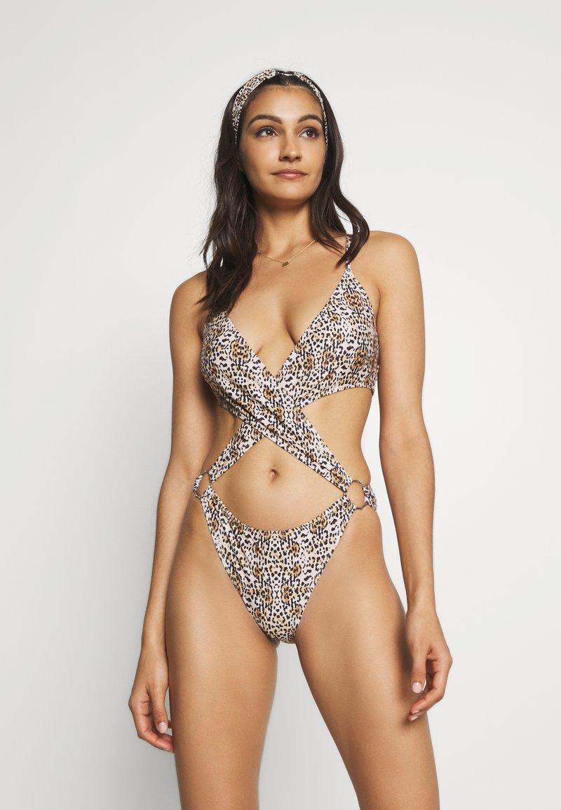 Missguided - EXTREME CUT OUT LEOPARD PRINT SWIMSUIT WITH HEADBAND - Swimsuit - brown