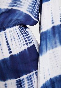 Missguided - TIE DYE PLAYSUIT EXCLUSIVE - Strandaccessoire - blue - 6