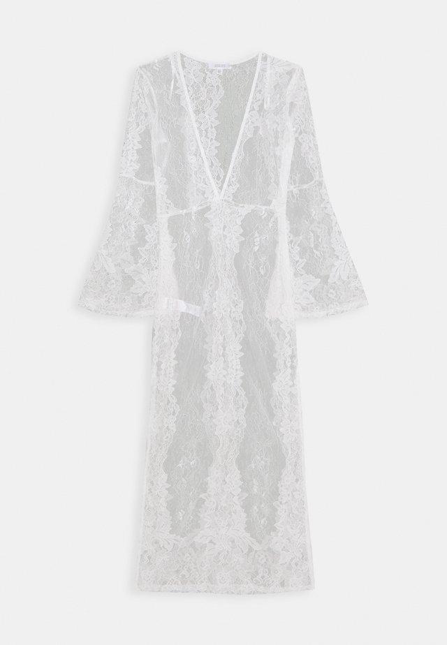 PREMIUM LACE PLUNGE LONG SLEEVE MAXI DRESS - Strandaccessoire - nude