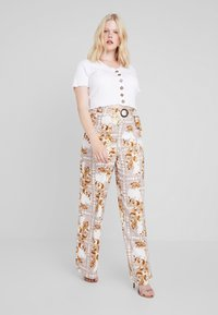 Missguided Plus - PLUS SIZE PALAZZO PANTS - Pantalon classique - white - 1
