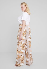 Missguided Plus - PLUS SIZE PALAZZO PANTS - Pantalon classique - white - 2