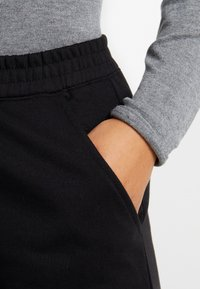 Missguided Plus - UTILITY POCKET HIGH WAISTED - Teplákové kalhoty - black - 5