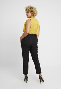 Missguided Plus - SELF BELT TROUSERS - Pantalones - black - 2