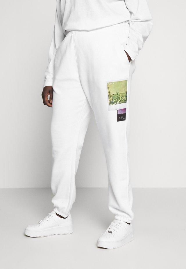 FADED PRINT - Teplákové kalhoty - white