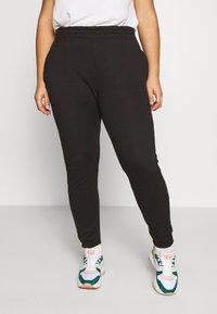 Missguided Plus - JOGGER 2 PACK - Pantalon de survêtement - black/ white - 4