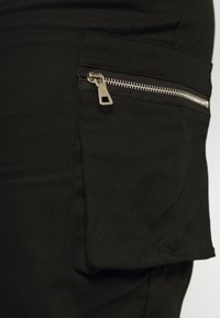 Missguided Plus - PLUS SIZE ZIP POCKET CARGO TROUSER - Cargo trousers - black - 5