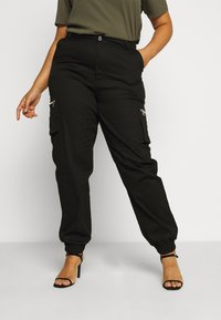 Missguided Plus - PLUS SIZE ZIP POCKET CARGO TROUSER - Cargo trousers - black - 0
