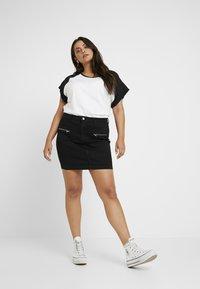 Missguided Plus - ZIP POCKET MINI SKIRT - Pouzdrová sukně - black - 1
