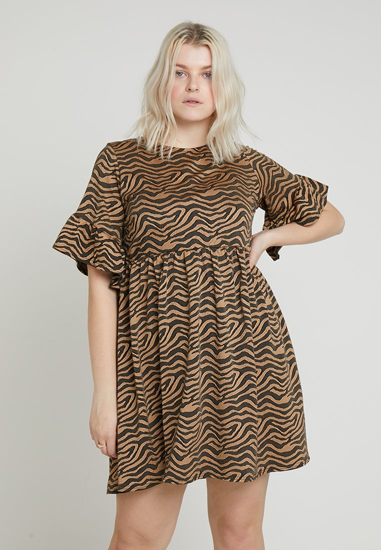 Missguided Plus - EXCLUSIVE CURVE DRESS WITH FRILL SLEEVES - Freizeitkleid - black/brown
