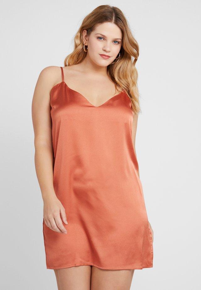SLIP DRESS - Freizeitkleid - rust