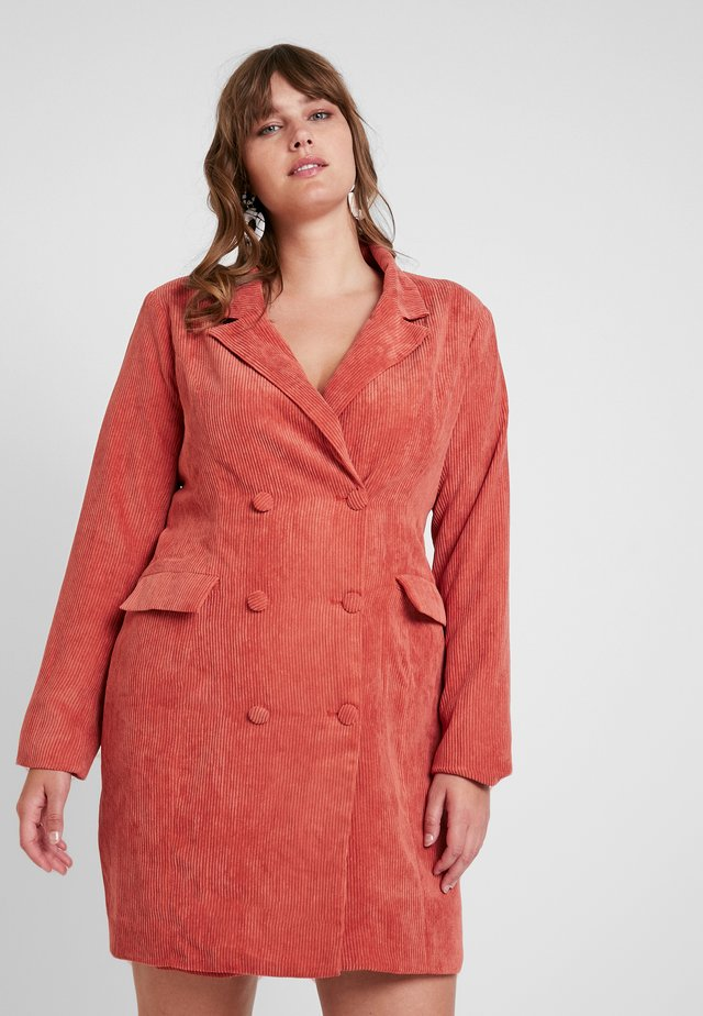 BUTTONED DRESS - Etuikleid - coral