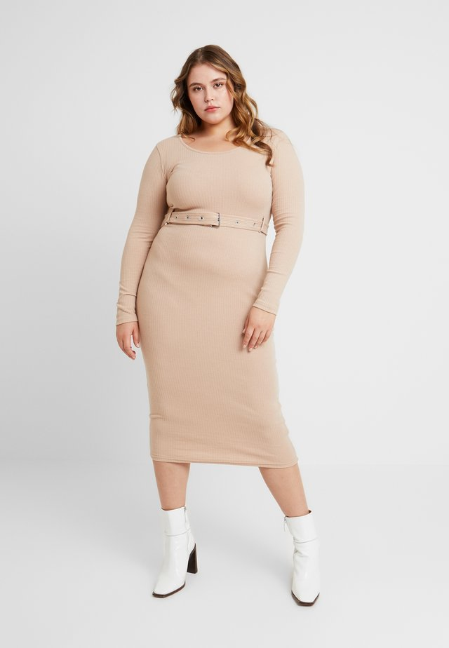 BELTED SCOOP NECK MIDI DRESS - Etuikleid - sand