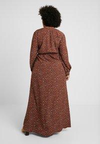 Missguided Plus - PLUNGE LEOPARD PRINT DRESS - Maxi dress - cognac - 3