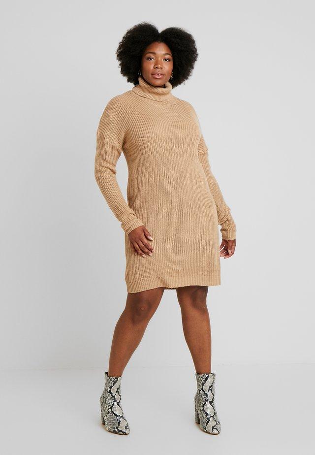ROLL NECK JUMPER DRESS - Strickkleid - sand