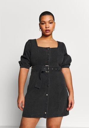 SQUARE NECK BELTED DRESS - Jeanskjole / cowboykjoler - washed black