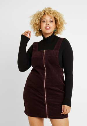 EXCLUSIVE PINAFORE DRESS - Denní šaty - deep red
