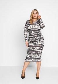 Missguided Plus - TIE DYE RUCHED SIDES DRESS - Pouzdrové šaty - black - 0