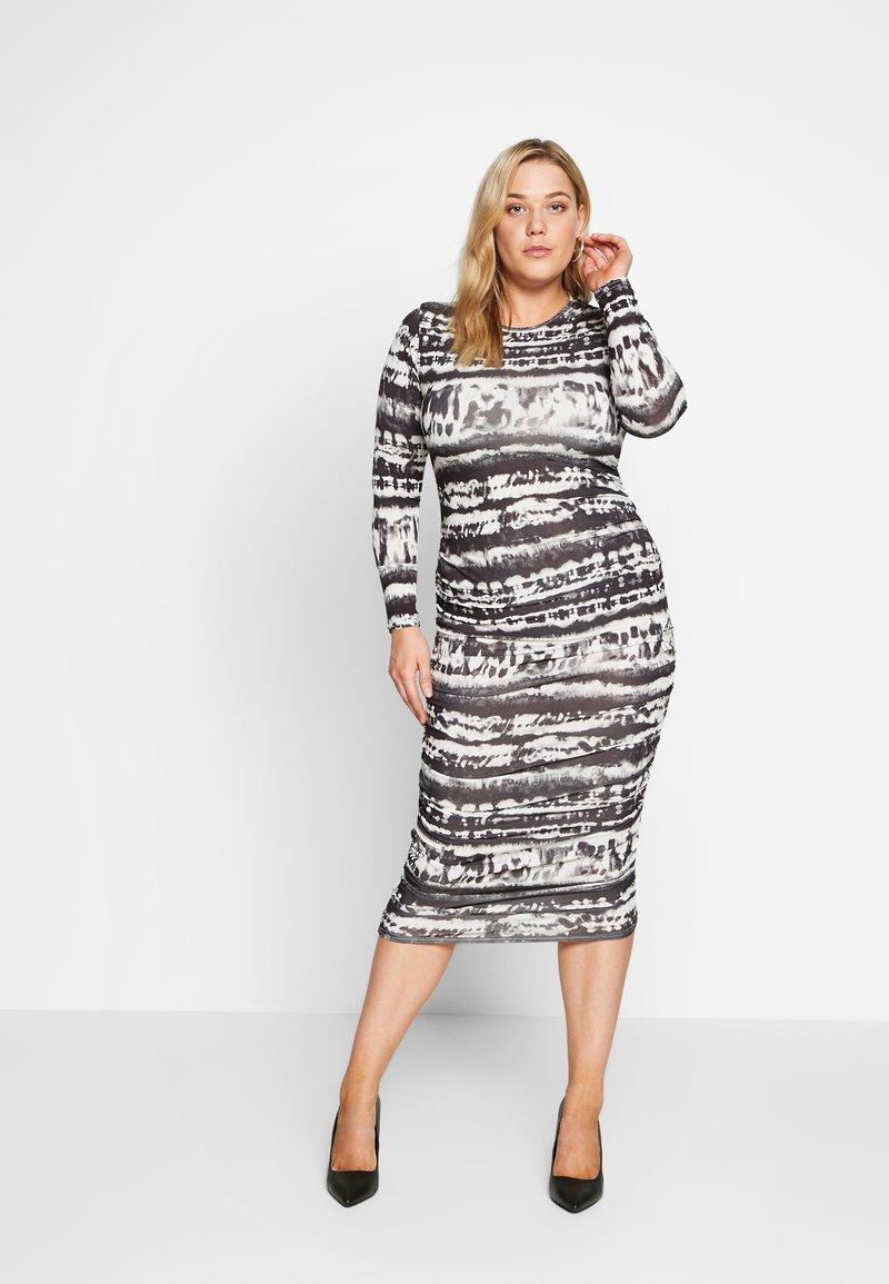 Missguided Plus - TIE DYE RUCHED SIDES DRESS - Pouzdrové šaty - black