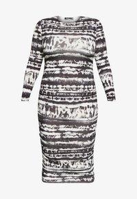Missguided Plus - TIE DYE RUCHED SIDES DRESS - Pouzdrové šaty - black - 4
