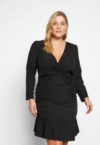 Missguided Plus - FLORAL PLUNGE WRAP RUCHED MINI DRESS - Denní šaty - black - 0