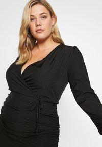 Missguided Plus - FLORAL PLUNGE WRAP RUCHED MINI DRESS - Denní šaty - black - 4