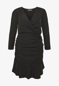 Missguided Plus - FLORAL PLUNGE WRAP RUCHED MINI DRESS - Denní šaty - black - 3
