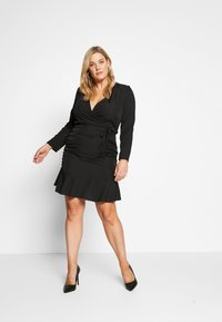 Missguided Plus - FLORAL PLUNGE WRAP RUCHED MINI DRESS - Denní šaty - black - 1