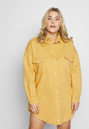 OVERSIZED BOYFRIEND DRESS - Kjole - yellow