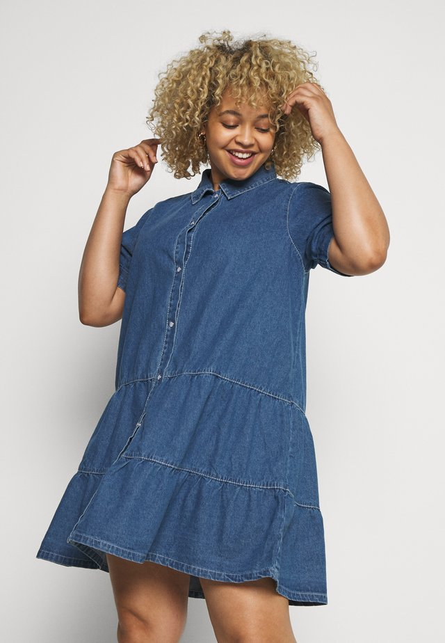 SHORT SLEEVE TIERED SMOCK DRESS - Jeanskleid - blue