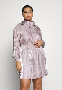 Missguided Plus - IRIDESCENT HOODED DRESS - Denní šaty - pink - 0