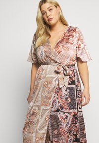 Missguided Plus - PRINTED TIE BELT DRESS - Maxi šaty - rust - 3