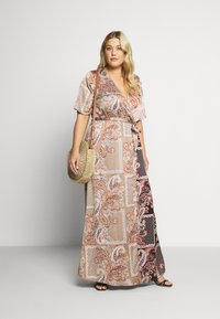 Missguided Plus - PRINTED TIE BELT DRESS - Maxi šaty - rust - 1