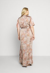Missguided Plus - PRINTED TIE BELT DRESS - Maxi šaty - rust - 2