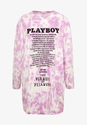 PLAYBOY LONG SLEEVE DRESS - Vestito di maglina - pink tie dye