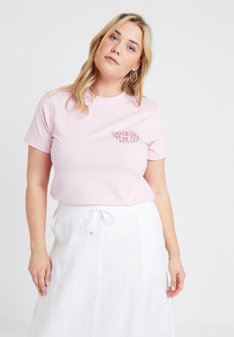 Missguided Plus - PRIDE CURVE CHOOSE LOVE SPEAK OUT - T-shirt z nadrukiem - pink