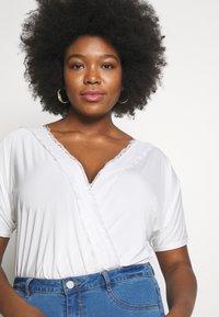 Missguided Plus - SHORT SLEEVE TRIM BODYSUIT - T-shirt imprimé - white - 3