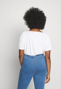 Missguided Plus - SHORT SLEEVE TRIM BODYSUIT - T-shirt imprimé - white - 2